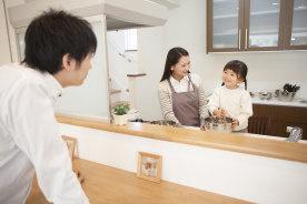 さみしがりやは対面型?カウンターキッチンと独立キッチンのメリット・デメリット比較
