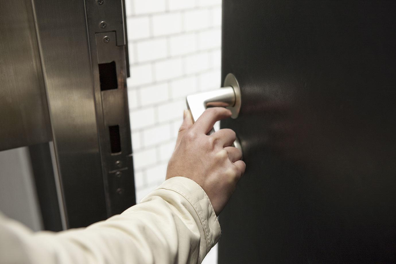 カードキーと普通の鍵はどちらの方が防犯性が高いの?メリットと注意点まとめ