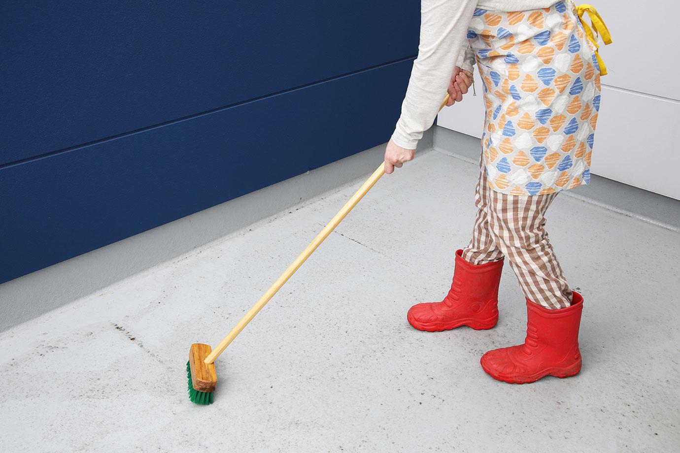 ベランダ・バルコニーをきれいに掃除して狭いワンルームの憩いのスペースに!掃除の手順と活用アイデア