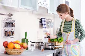 キッチンがおしゃれに見えるスパイスラック7選!スパイスを揃えて一人暮らしの自炊を楽しもう