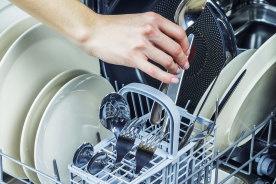 一人暮らしでも食器洗いを楽したい!ワンルームキッチンで使いやすいコンパクトな食洗機5選