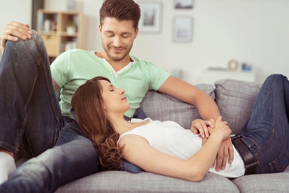 Happy Couple ワンルームで同棲する4個のメリットとデメリット、二人暮らしに合う間取りは?