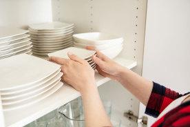 手狭なワンルームのキッチンでも使いやすい!一人暮らしに最適な食器棚6選