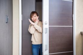 ワンルームの玄関をオシャレに目隠し! 使えるアイテム5選